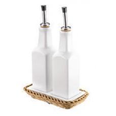Krepšelis su porcelianiniais buteliukais aliejui